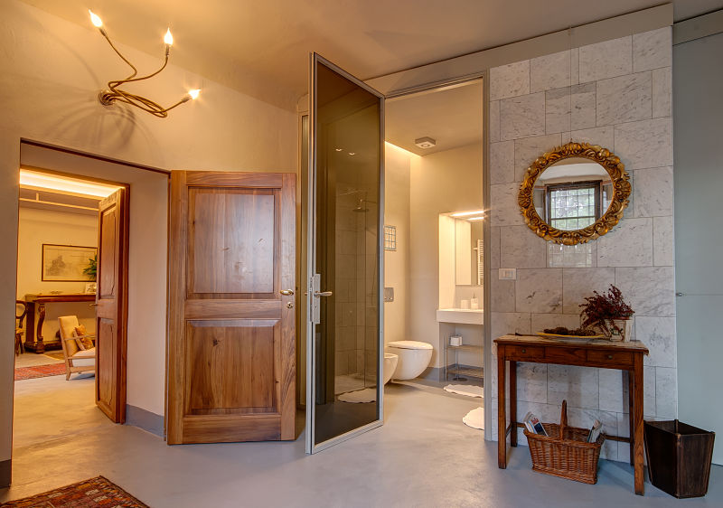 Apartment-suite_bathroom_opt